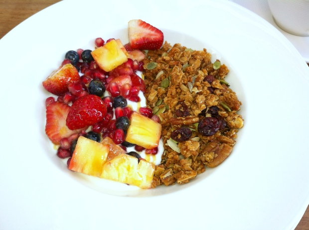 The granola with yoghurt and fresh fruit