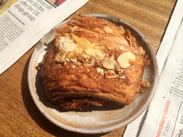 Pain au choc-almond